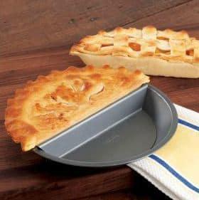 Split Decision Nonstick Pie Pan | The Mindful Shopper