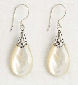 Mother of Pearl Drop Earrings | Fashionable Fall Pieces | The Mindful Shopper