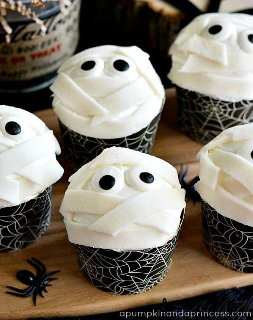 Mummy Cupcakes from A Pumpkin & A Princess | Spookalicious Halloween Treats