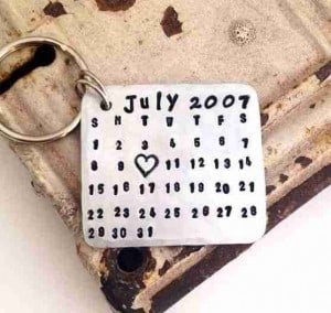 Personalized Calendar Keychain | The Mindful Shopper | Valentine's Day Picks